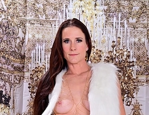 SofieMarieXXX/BTS White Fur and Gold Photoshoot