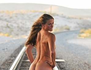 SofieMarieXXX/SM_Nude_Train_Tracks