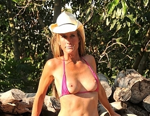 SofieMarieXXX/SM_WW_Fuschia_Part_2