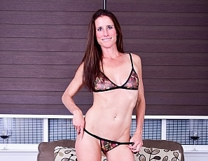 SofieMarieXXX/SM_ww_brown_panties_couch